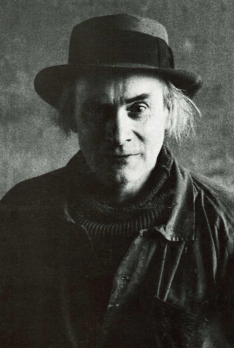 <span class='second-part'>L'artiste dans son atelier à la campagne. 1959 </span> Photographie de Henri Philipacchi.